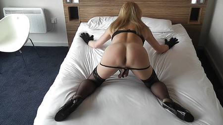 jerking off on her pussy